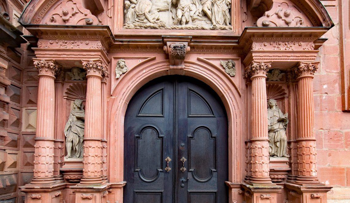 Kirchenportal in Aschaffenburg